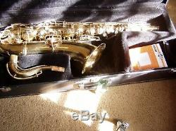 Conn tenor sax, lacquer finish, excellent condition. Case, cleaning kit, mouthpieces