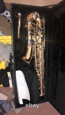 Jupiter JTS 687 Tenor Saxophone with Mouthpiece Extras, Strap, and Case