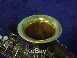 SOLID QUALITY! COLLEGIATE By HOLTON ELKHORN, WIS. U. S. A. TENOR SAXOPHONE + CASE